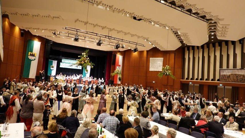 52. Landestrachtenfest und Volkstanzfestival mit Schwabenball in Göppingen
